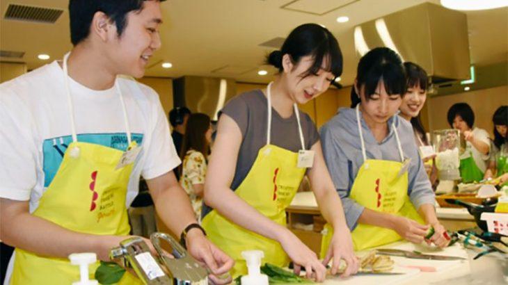 大学対抗!余った食材で料理対決 食品ロス解消イベント